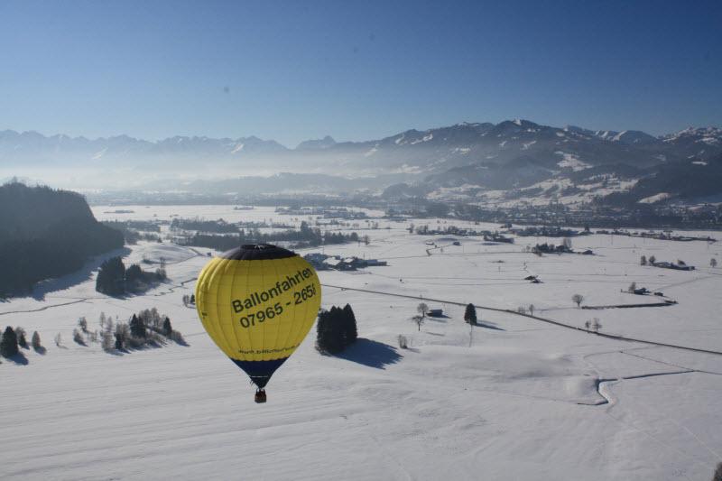 Ballonfahrt über die Alpen
